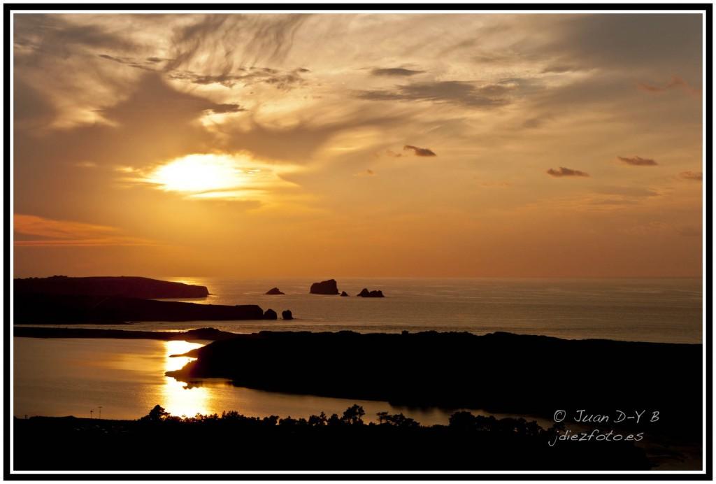 puesta de sol en la ría del pas