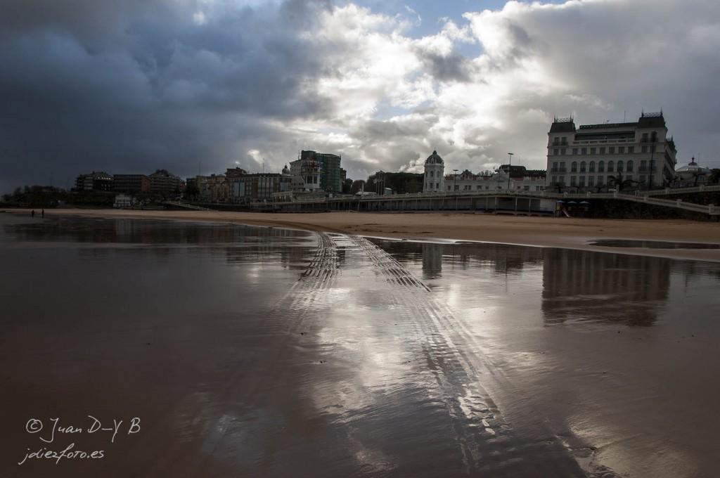 Reflejos del Hotel Sardinero en la Playa