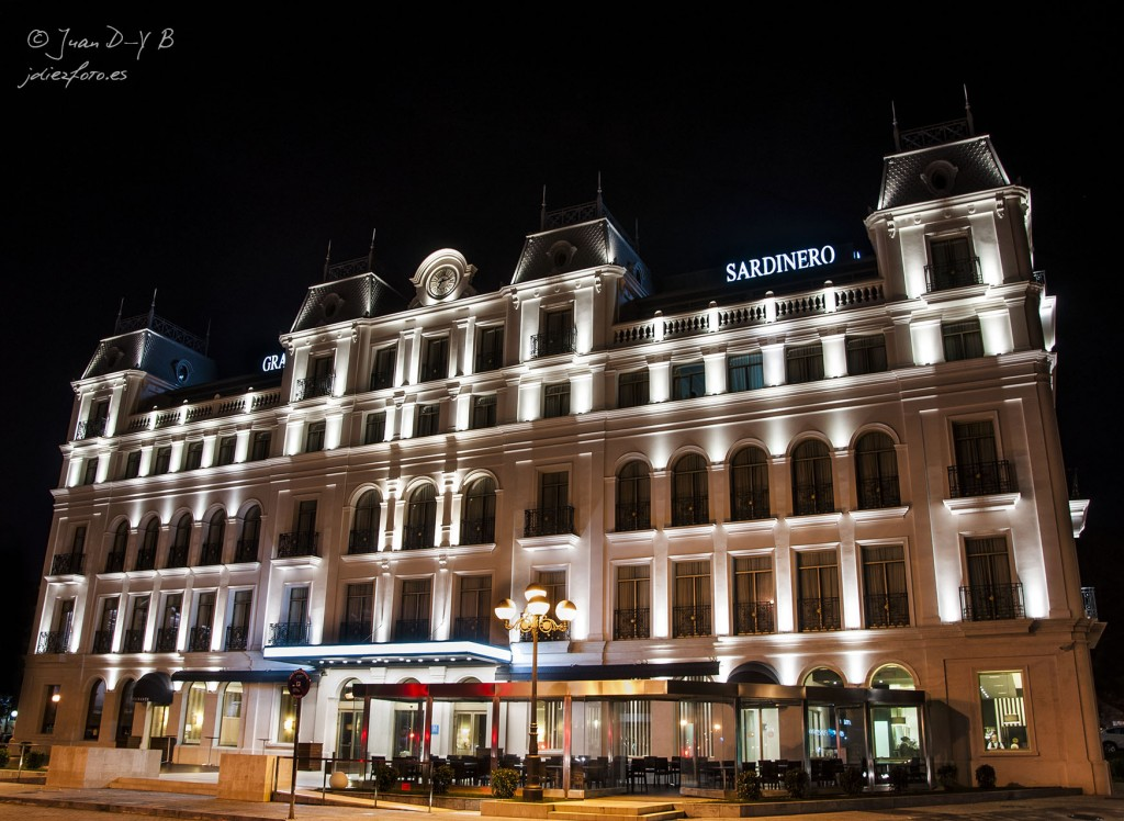Hotel Sardinero por la noche