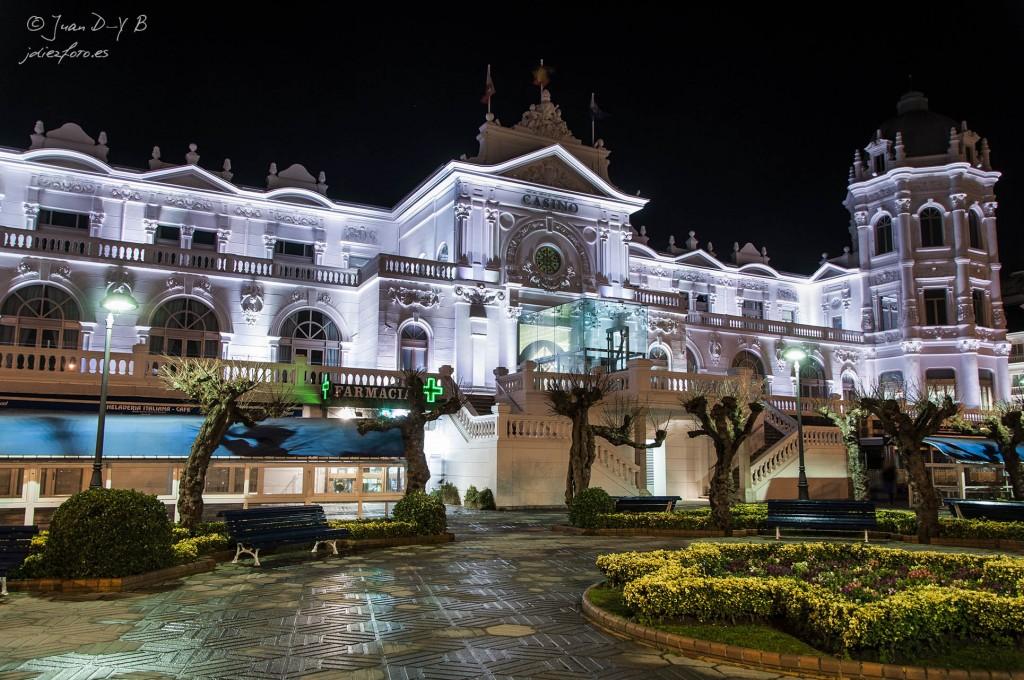 Casino de Santander por la noche