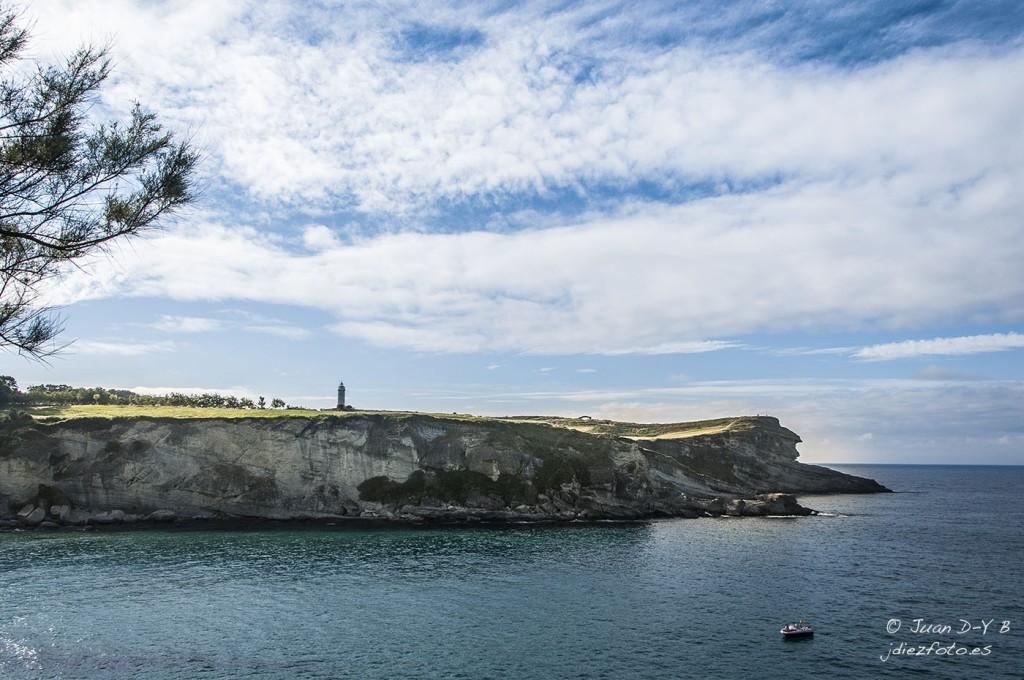 Punta y Faro de Cabo Mayor desde Cabo Menor