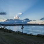 El sol se esconde entre las nubes en el Sardinero