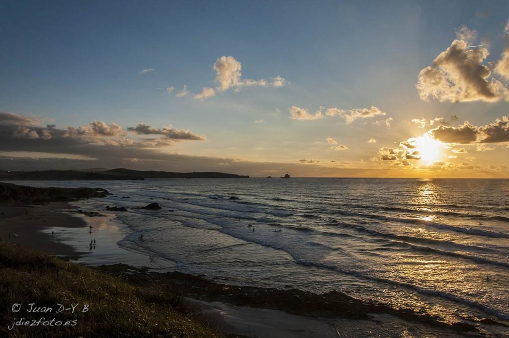 Puesta de sol en la Playa de Valdearenas. Liencres