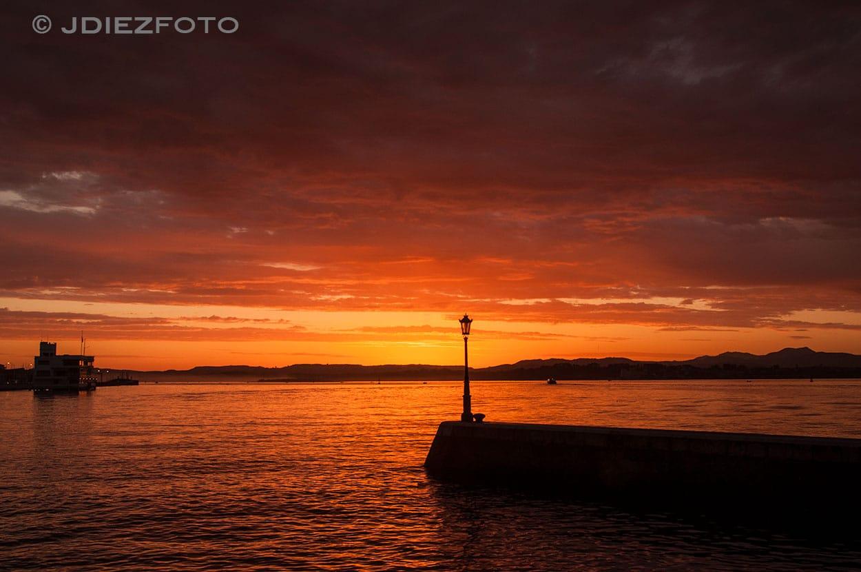 Espigón Bahía del Santander al amanecer