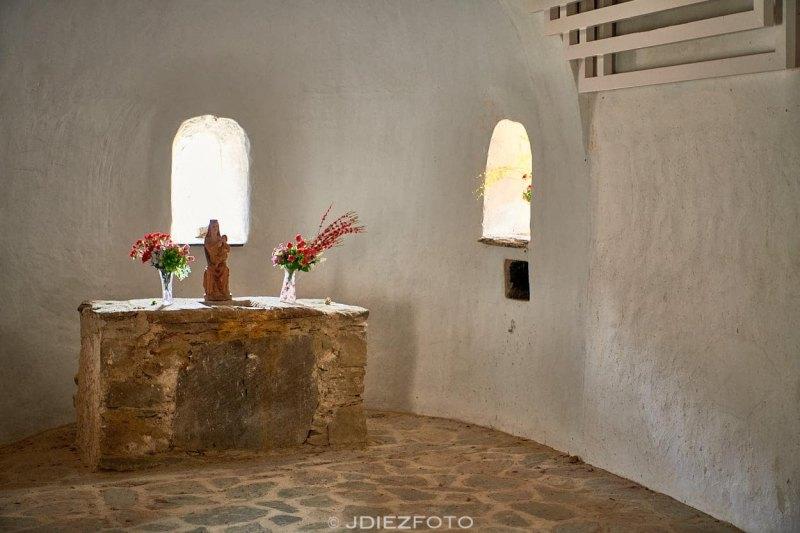 Interior de la Capilla de la Virgen de las Nieves en Àrreu