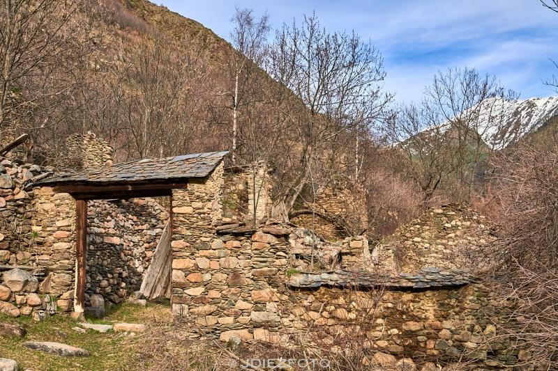 Ruinas en el poblado abandonado de Àrreu