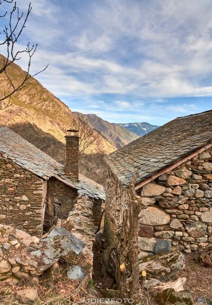 Paisajes desde las ruinas del pueblo abandonado de Àrreu