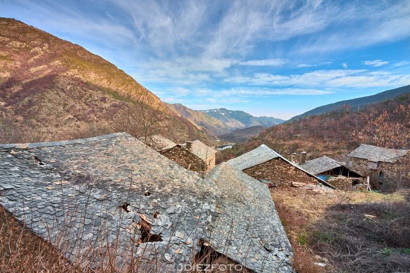 Embalse de Borén desde el pueblo abandonado de Àrreu