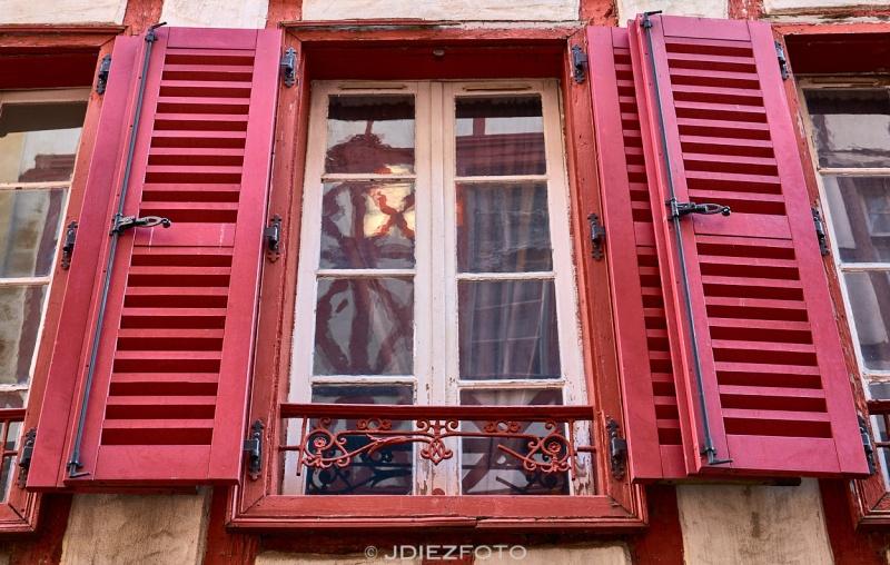 Detalles en los ventanales de Bayona