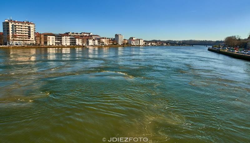 Confluencia del río Adour con el río Nive