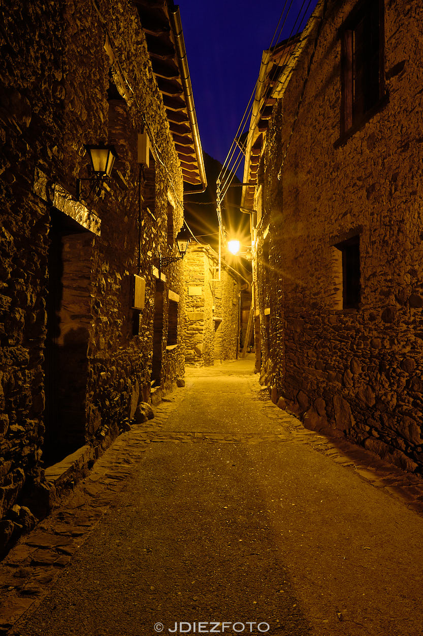 Calles de Borén al caer la noche