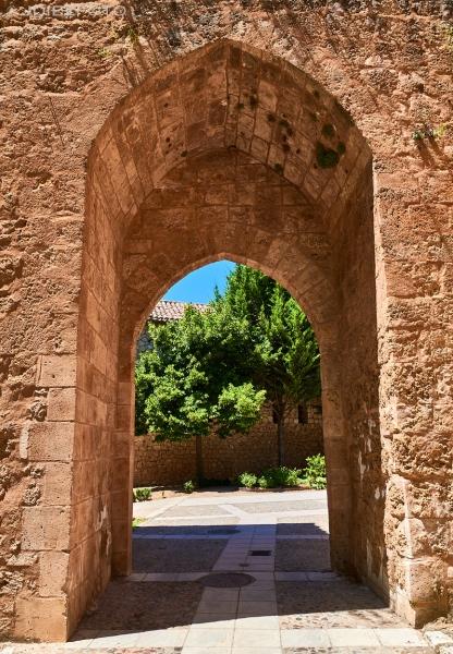 Puerta del Juego de la Pelota en Brihuega