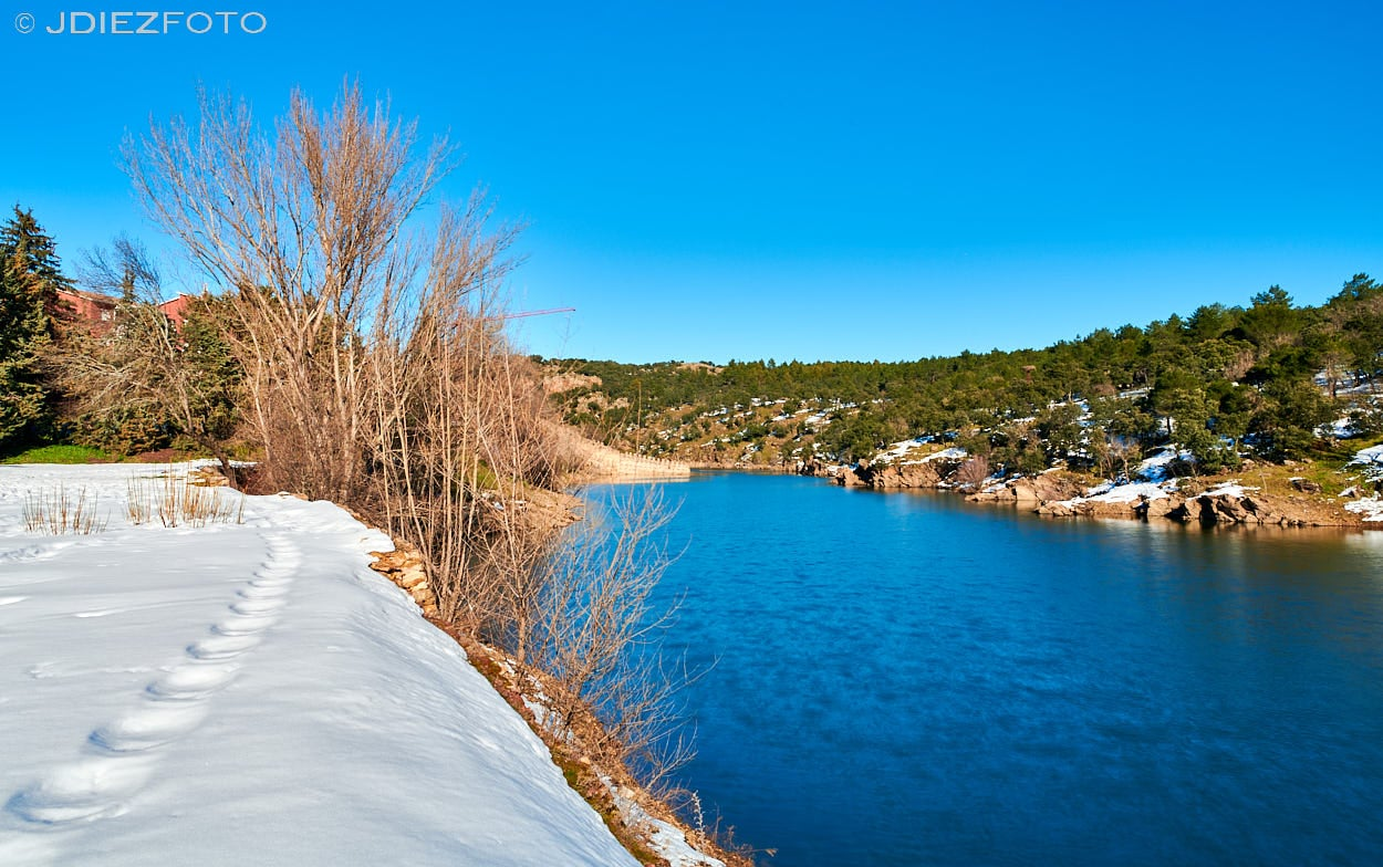 Ribera del río Lozoya nevado