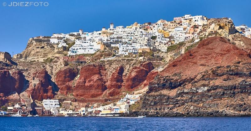 Puerto de Ammoudiy en Oia desde la Caldera de Santorini