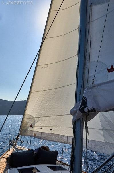 Navegando a vela en Santorini