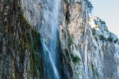 Nacimiento río Asón. Base de la cascada