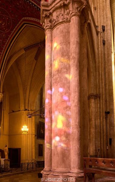 Iluminación de las vidrieras en Santa María de Bayona