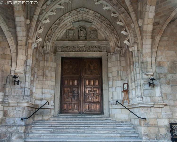 Puerta principal Catedral de Santander