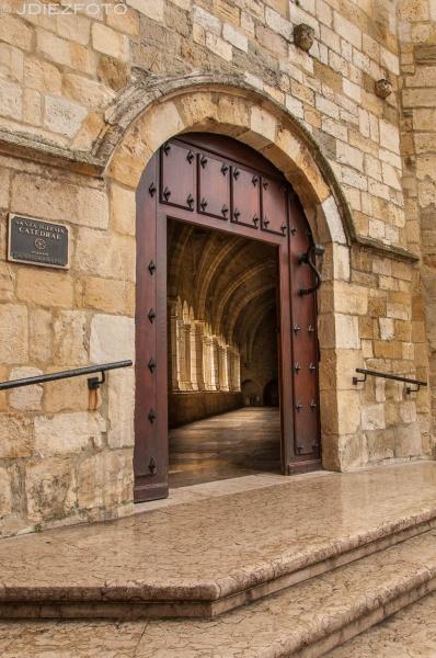 Puerta del Claustro de la Catedral de Santander