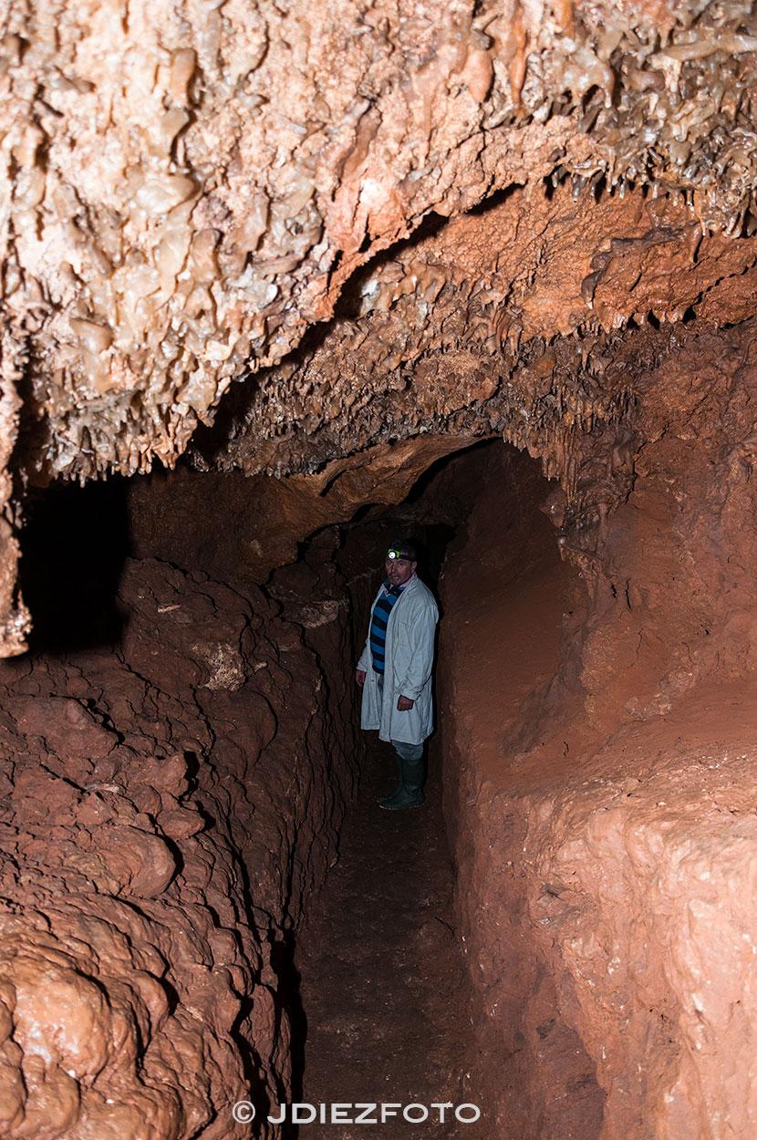 Pasillo al interior de la Cueva de queso de Bejes