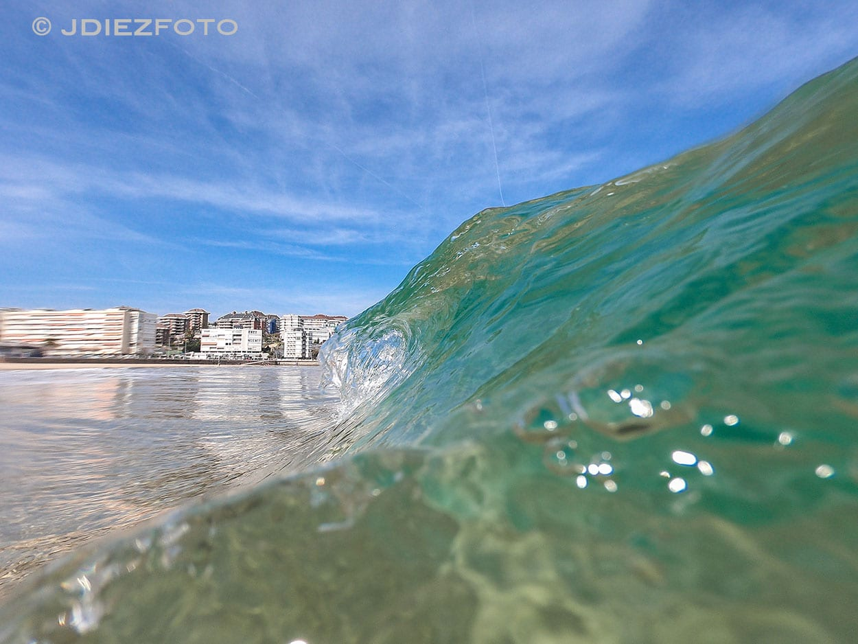 Ola Rompiendo Playa del Sardinero