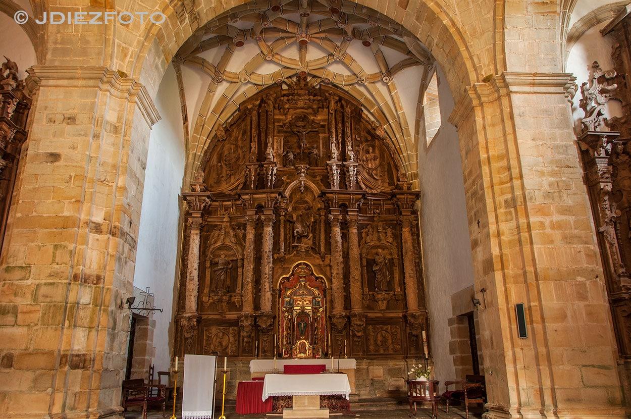 Retablo de madera del altar