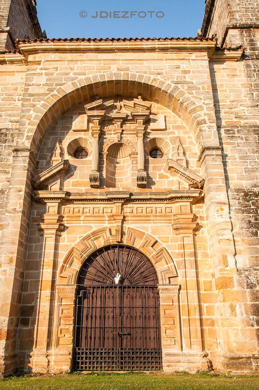 Puerta de la Fachada Oeste