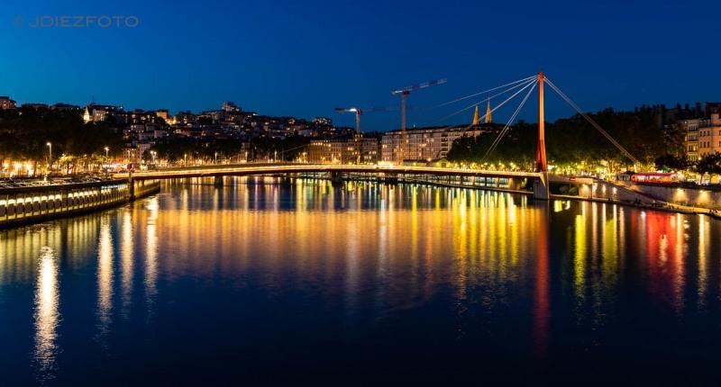 Noche en el río Saona en Lyon