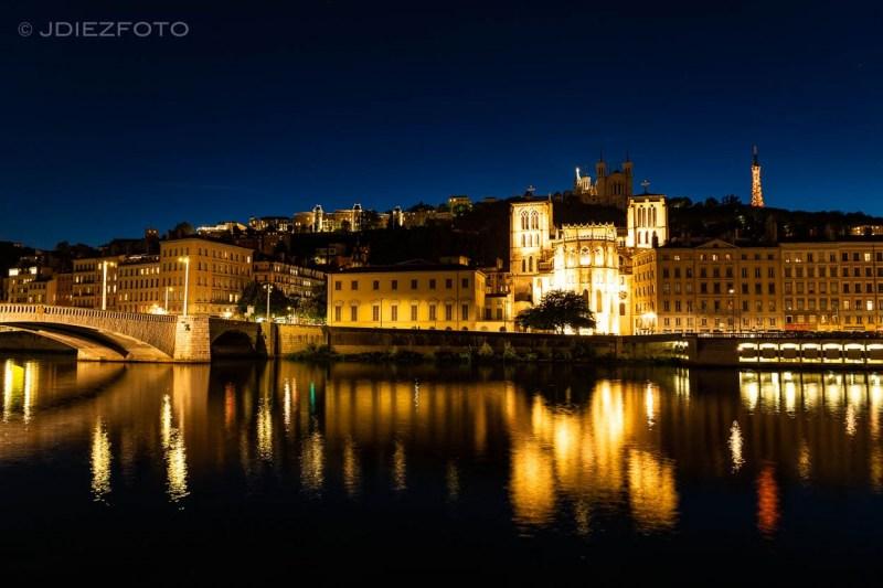 Catedral de Lyon de noche