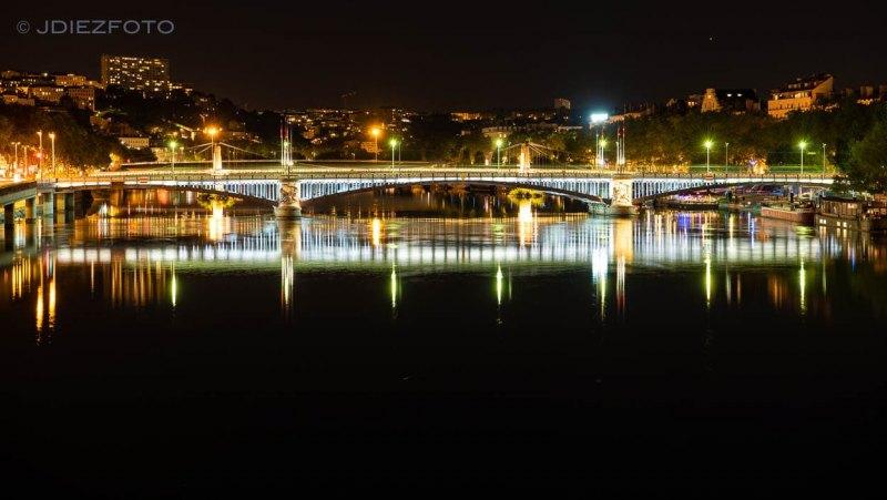 Orillas del Ródano de noche en Lyon