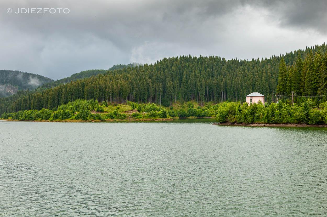 Presa del lago Bolboci