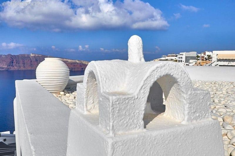 Perspectivas de la caldera de Santorini a través de sus chimeneas