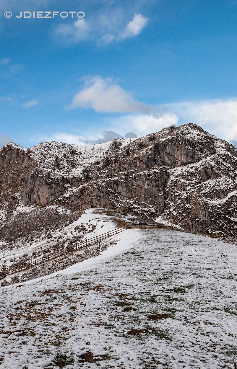 Montañas en el Lago Ercina