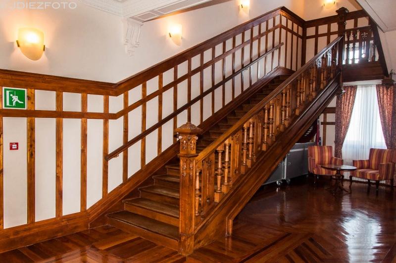 Escaleras a la plata superior del Palacio de la Magdalena