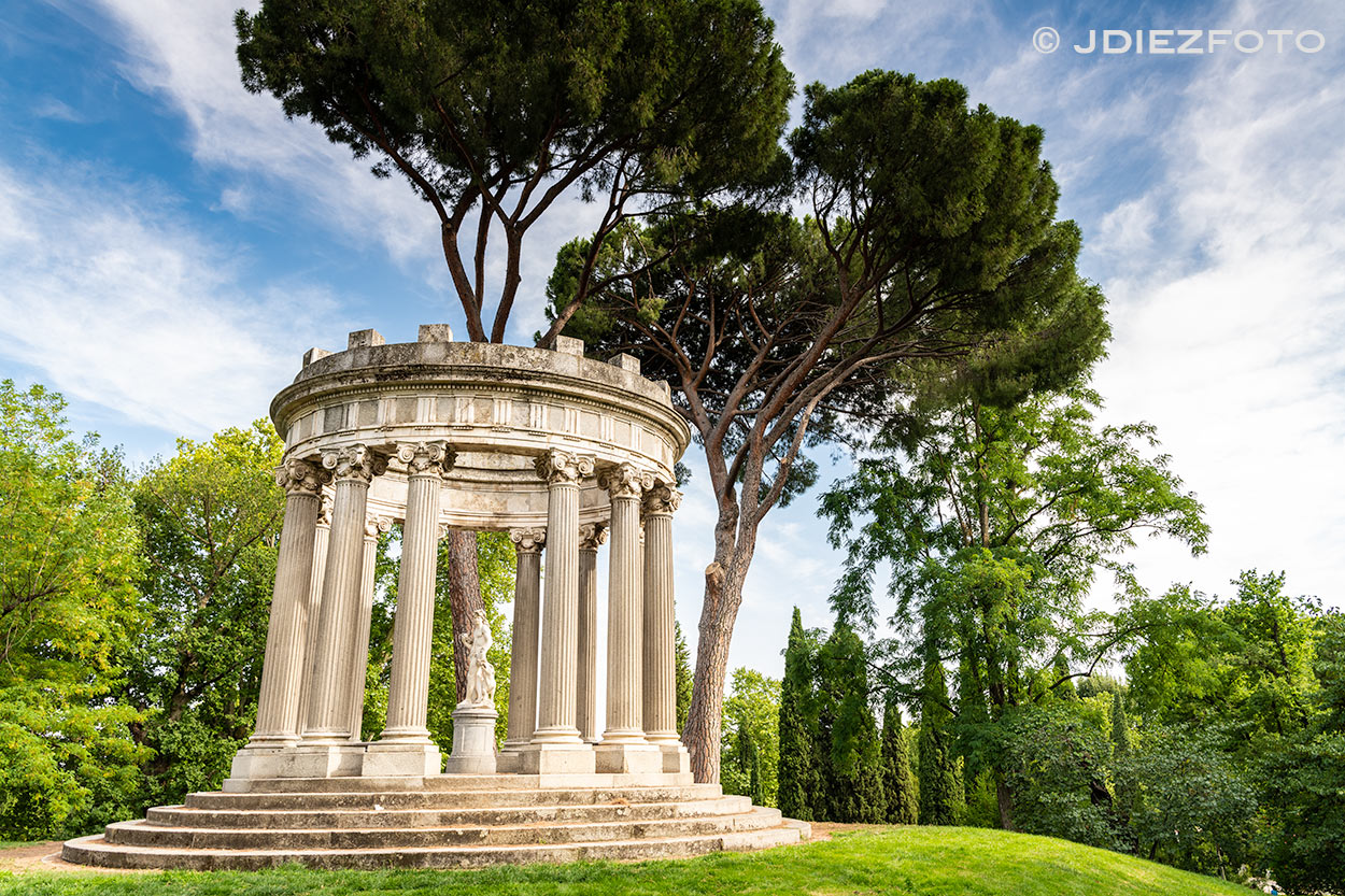 Parque del Capricho. Templo de Baco