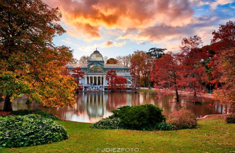 Puesta de sol otoñal Palacio de Cristal
