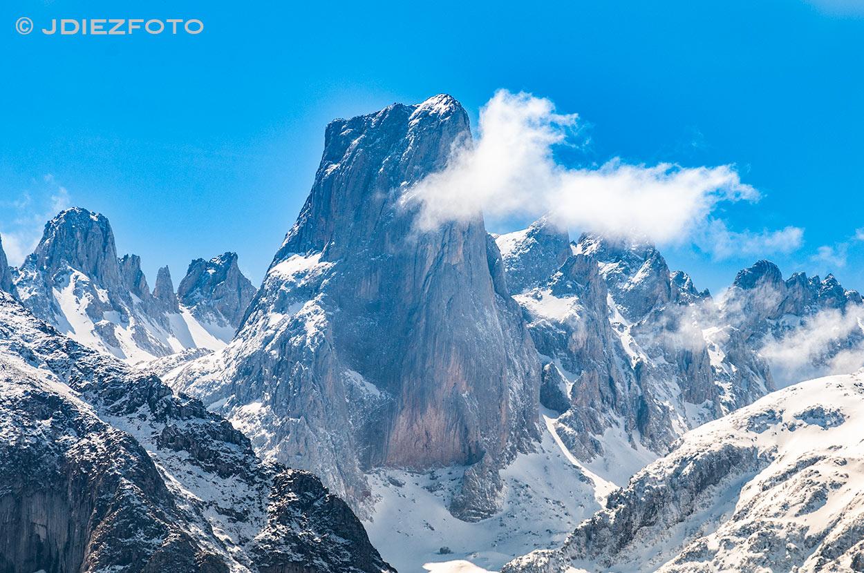 Pico Naranjo de Bulnes. Mirador del Pozo de la Oración