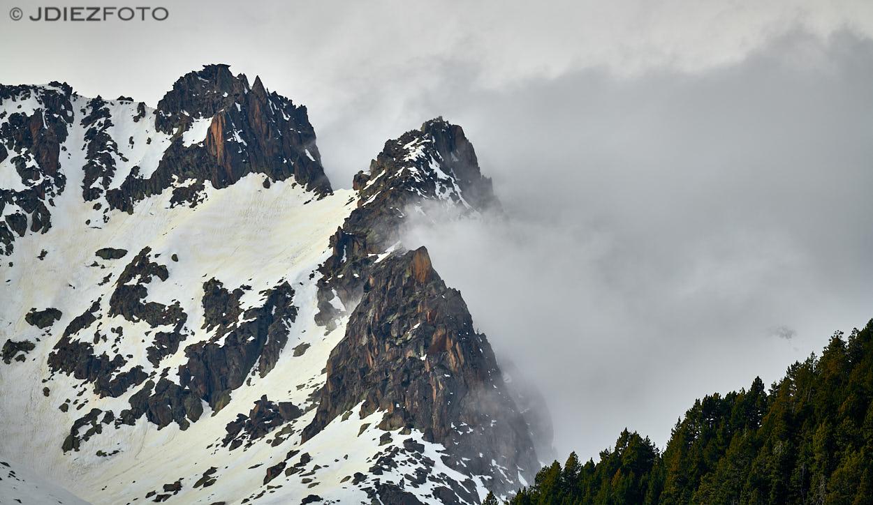 Niebla entrando en el Estany de Sant Maurici
