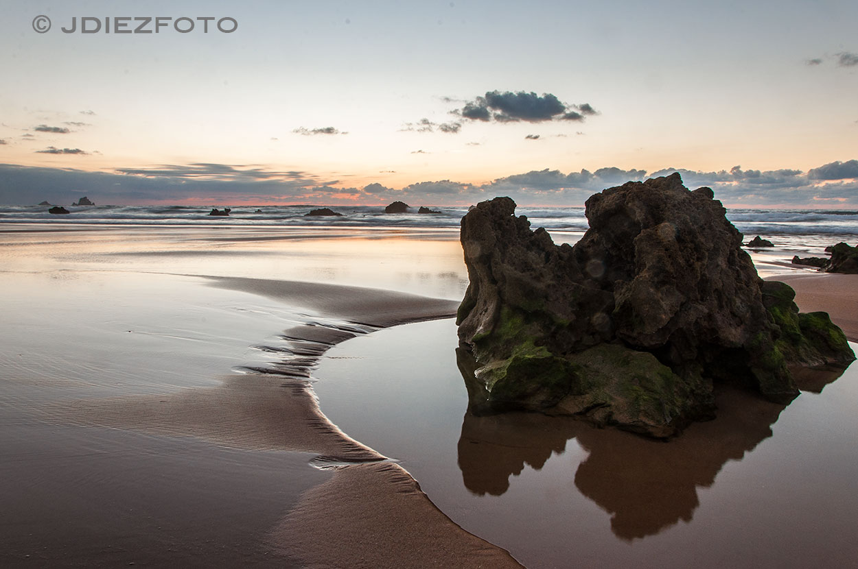 Orilla Playa de Valdearenas Liencres