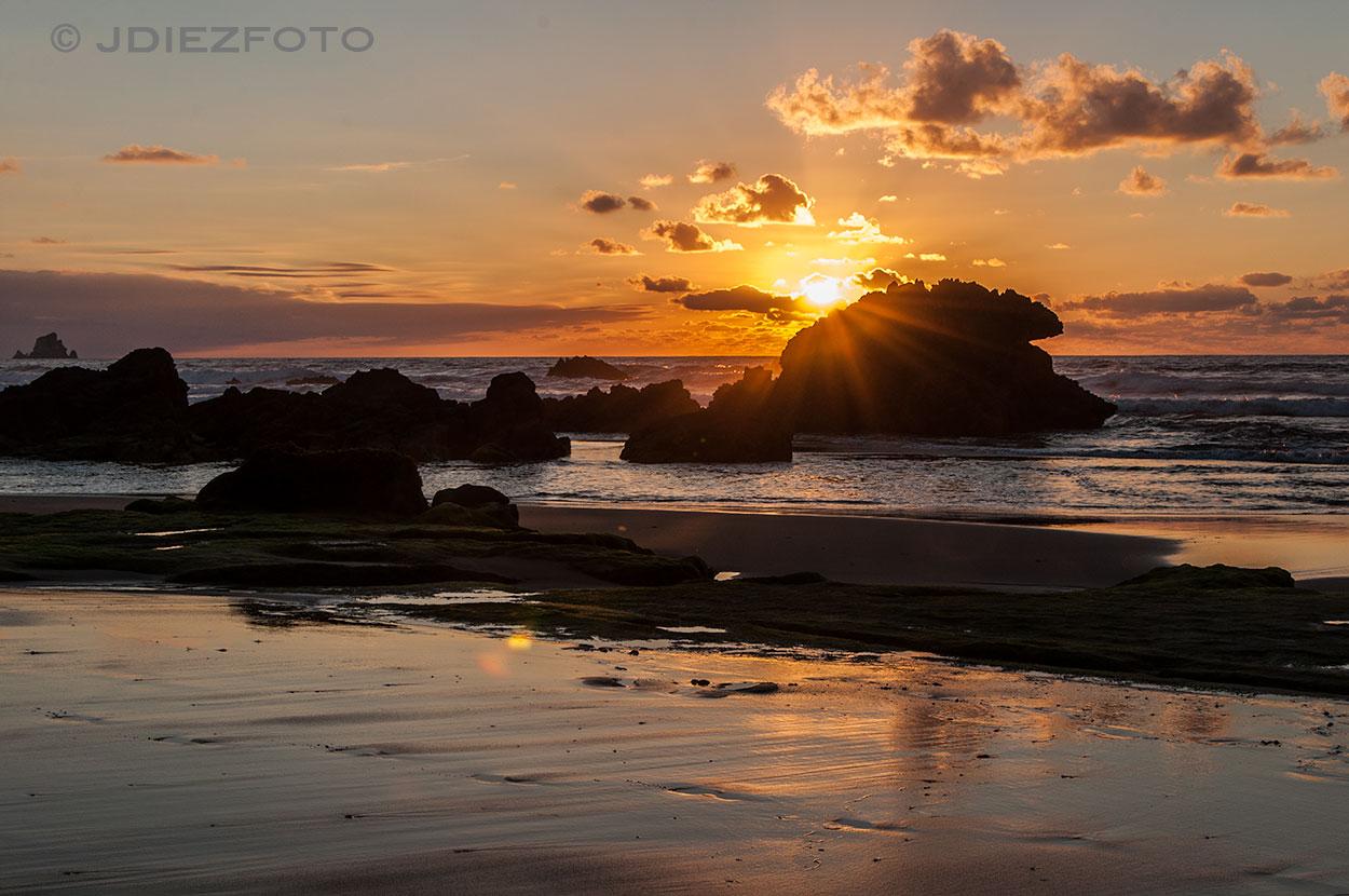 Orilla Playa de Liencres. Puesta de Sol