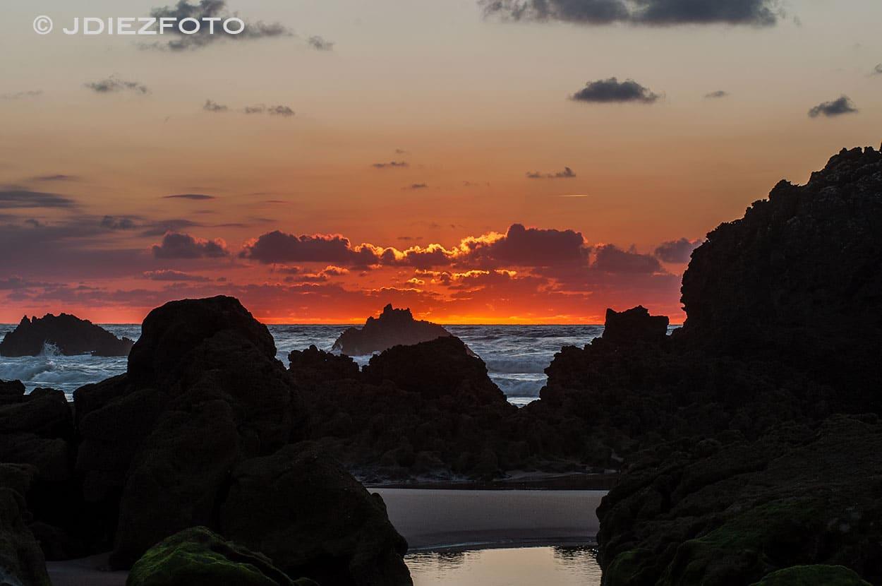 Puesta de Sol. Rocas Playa Valdearenas. Liencres
