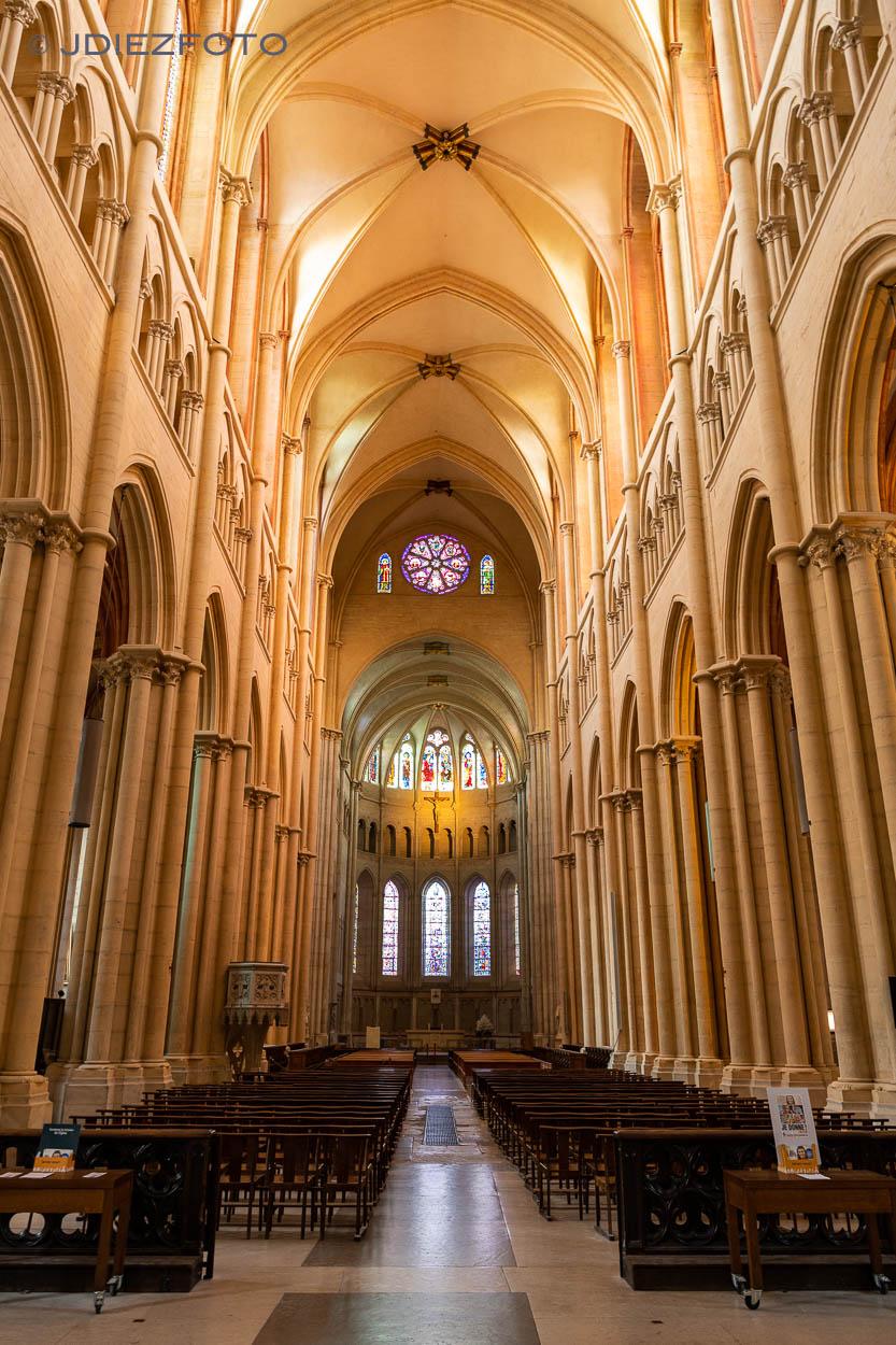 Interior de la Catedral de Lyon