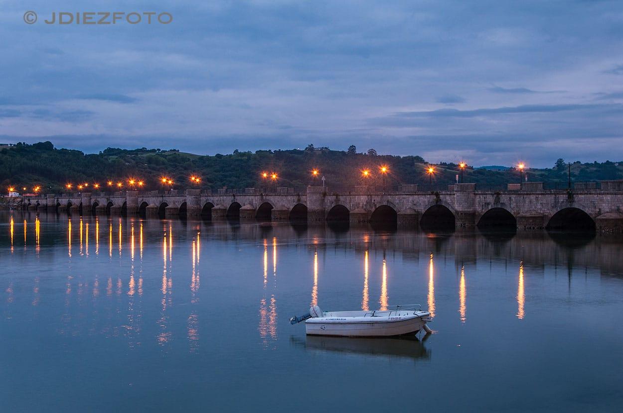 Puente de la Barquera Iluminado