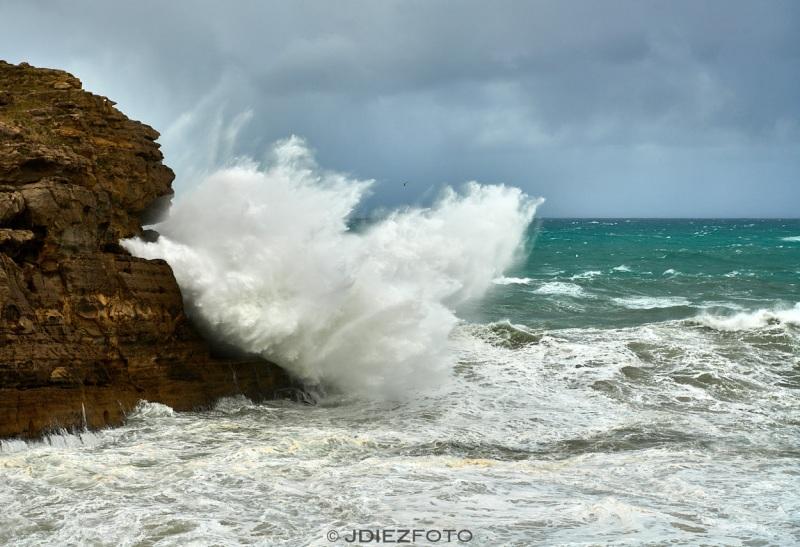 Temporal de mar sobre los acantilados de Cabo Mayor