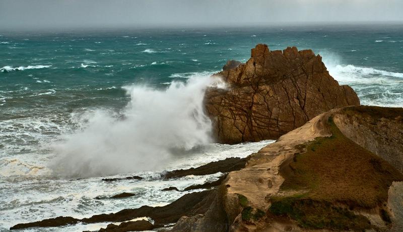Fuerte temporal de olas Playa de la Arnia