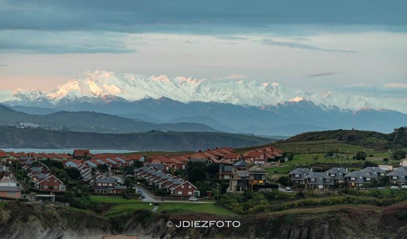 Picos de Europa nevados desde los Urros de Liencres