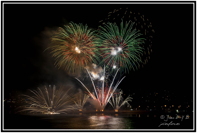 ¡Feliz Año Nuevo 2013! Lo celebramos con fuegos artificiales