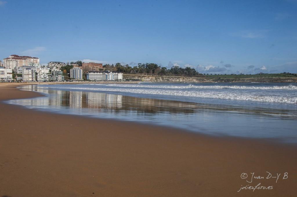 Reflejos de Mataleñas. De paseo por la playa del sardinero