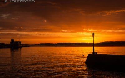 Amanecer rojizo sobre la Bahía de Santander