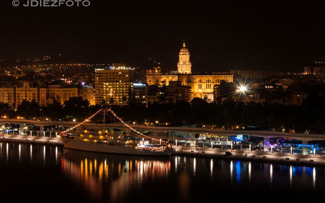 El Puerto de Málaga por la noche